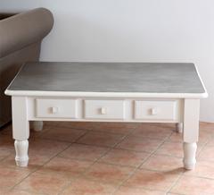 - table en pin relokée - effet béton -