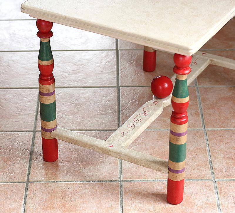 Table enfant relookée vintage aspect jouet ancien