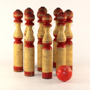 Ancien jeu de quilles en bois peint